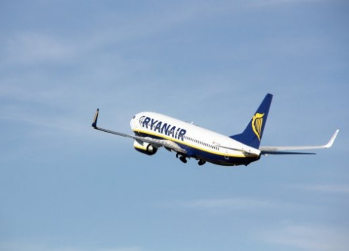 A plane from Ryanair (by ACN)