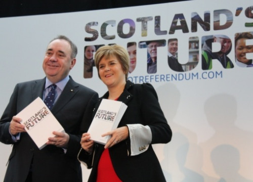 Alex Salmond and Nicola Sturgeon presenting the White Paper on Scotland's Independence (by M. Sales)