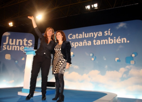 Sánchez-Camacho (left) together with the Spanish Deputy Prime Minister, Soraya Sáenz de Santamaria (by A. Recolons)
