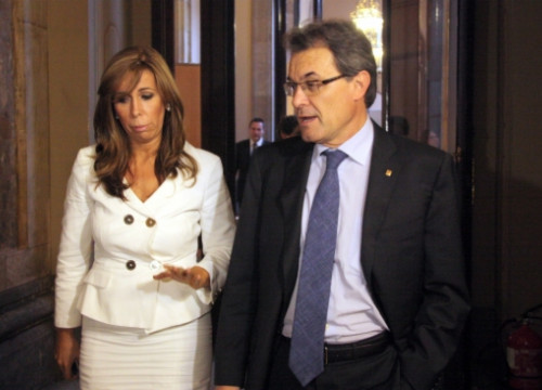Alicia Sánchez-Camacho and Artur Mas at the Catalan Parliament's corridors (by P. Mateu)
