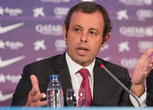 Sandro Rosell announcing his resignation as Barça President (by FC Barcelona)
