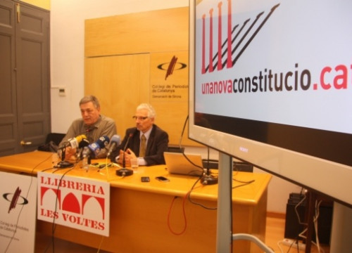 Judge Santiago Vidal (right) announcing the presentation of his proposal for a Catalan Constitution, early last week (by T. Tàpia)