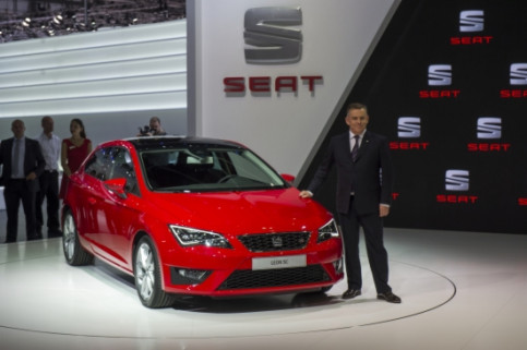 James Muir presenting in Geneva the new Seat León SC (by SEAT / ACN)
