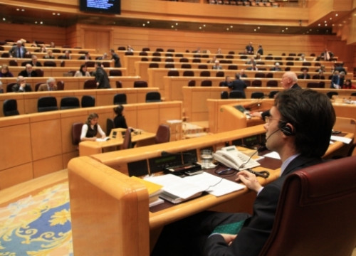 The Spanish Senate this evening, with senators using the translation equipment (by R. Pi)