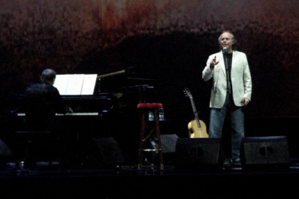 The Catalan singer Joan Manuel Serrat particpated in an hommage to Franco victims last October in Barcelona's Palau Sant Jordi