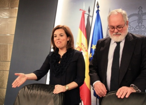 The Spanish Deputy Prime Minister (left) next to the Minister for Agriculture and Environment (right) (by R. Pi de Cabanyes)