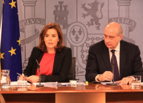 The Spanish Deputy PM, Soraya Sáenz de Santamaría (left) on Friday after the weekly Cabinet meeting (by R. Pi de Cabanyes)