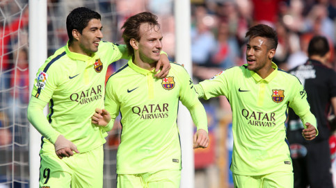 Súarez, Rakitic and Neymar celebrating the Croatian's goal against Granada (by FC Barcelona)