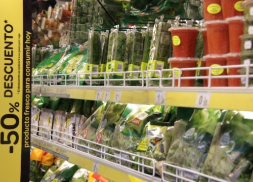 Food products on sale in a Catalan supermarket, which are behind the price drop (by ACN)