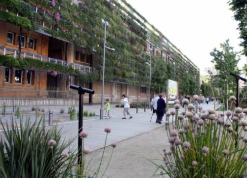 The Tabacalera building with the largest vertical garden in Europe (by R. Segura)