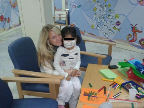 Tanja goes on Fridays to play with sick children at the Vall d'Hebron hospital (by T. Niederstein / E. Barreda)