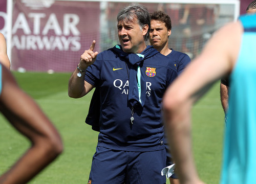 Tata Martino training Barça on Friday, the day before the Spanish League final against Atlético Madrid (by FC Barcelona)