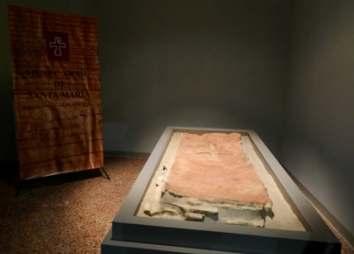 Mataró's Early Christian tombstone lid (by J. Pujolar)
