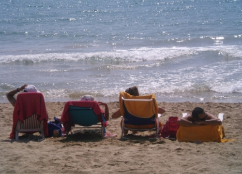 Tourists at one Catalan beach (by ACN)