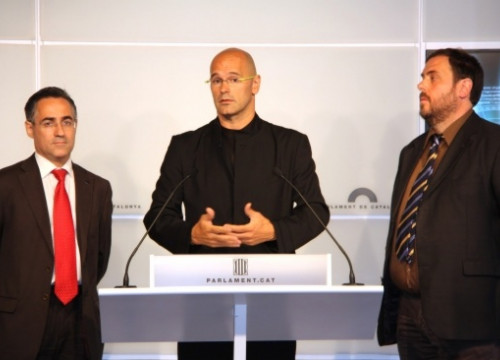 Tremosa (left), Romeva, and Junqueras (right), who is the President of ERC and former Euro MP, at the Catalan Parliament (ACN)