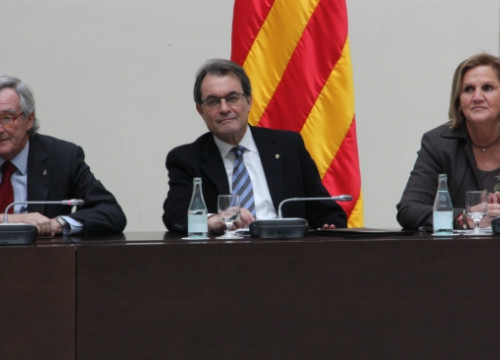 The Catalan President, Artur Mas (centre), on Wednesday, at the second meeting of the National Alliance for the Right to Self-Determination (by R. Garrido)