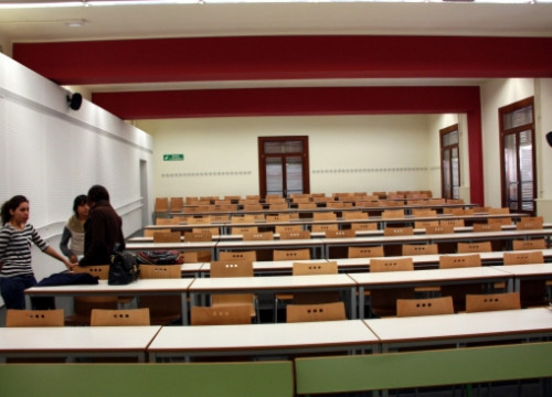 An empty classroom at Lleida's University (by O. Bosch)
