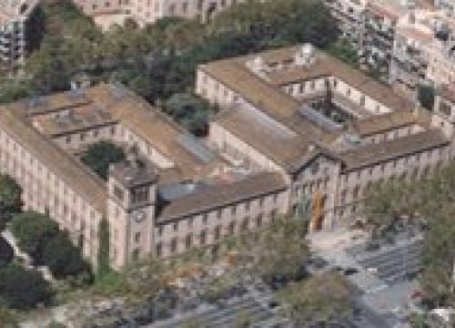 The historical building of the University of Barcelona seen from the sky (by UB / ICOS)