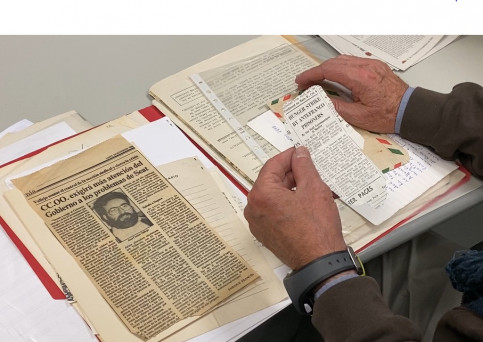 Carles Vallejo, president of the association of former political prisoners of Francoism, looks through old newspaper clippings of stories related to his time in prison (by Cristina Tomàs White)