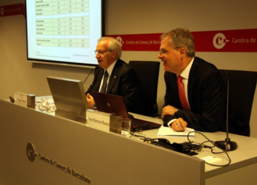 The President of the Barcelona Chamber of Commerce, Miquel Valls (left), presenting the economic forecast for 2014 and 2015 (by J. R. Torné)