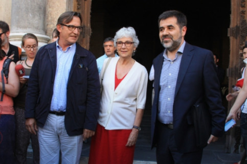 The leaders of the 3 main civil society associations promoting Catalan independence in front of the Generalitat Palace after the meeting (by M. Sierra)