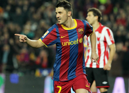 David Villa celebrates his early goal (by FC Barcelona)