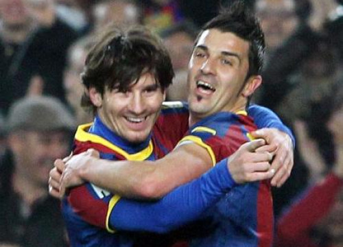 Villa celebrates one of Messi's goals (by FC Barcelona)