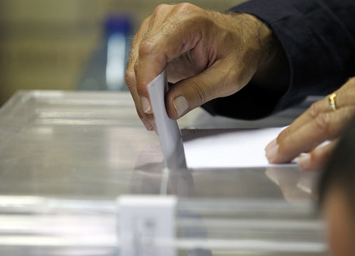 A club member voting in the last presidential elections (by FC Barcelona)