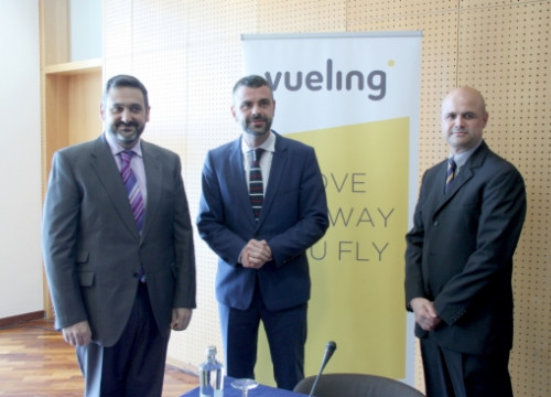 Vueling and American Airlines present their agreement in Barcelona, with Catalan Transport Minister, Santi Vila (centre) (by J. Morros)