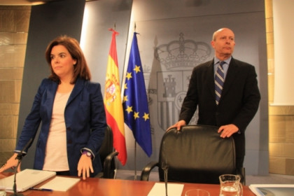 The Spanish Education Minister (right) on Friday (by R. Pi de Cabanyes)