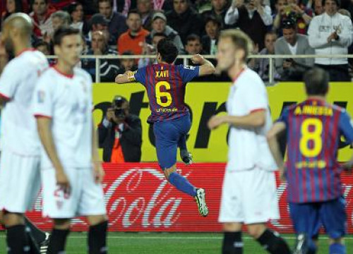 Xavi scored the first goal in the Seville vs FC Barcelona Spanish League game (by FC Barcelona)