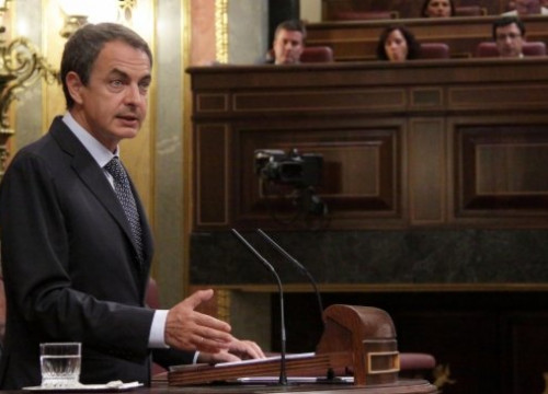 Zapatero talking before the Spanish Parliament (by La Moncloa)