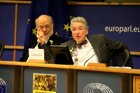 The independent United Nations expert, Alfred-Maurice de Zayas, and the Catalan MEP Josep Maria Terricabras (by Laura Pous)