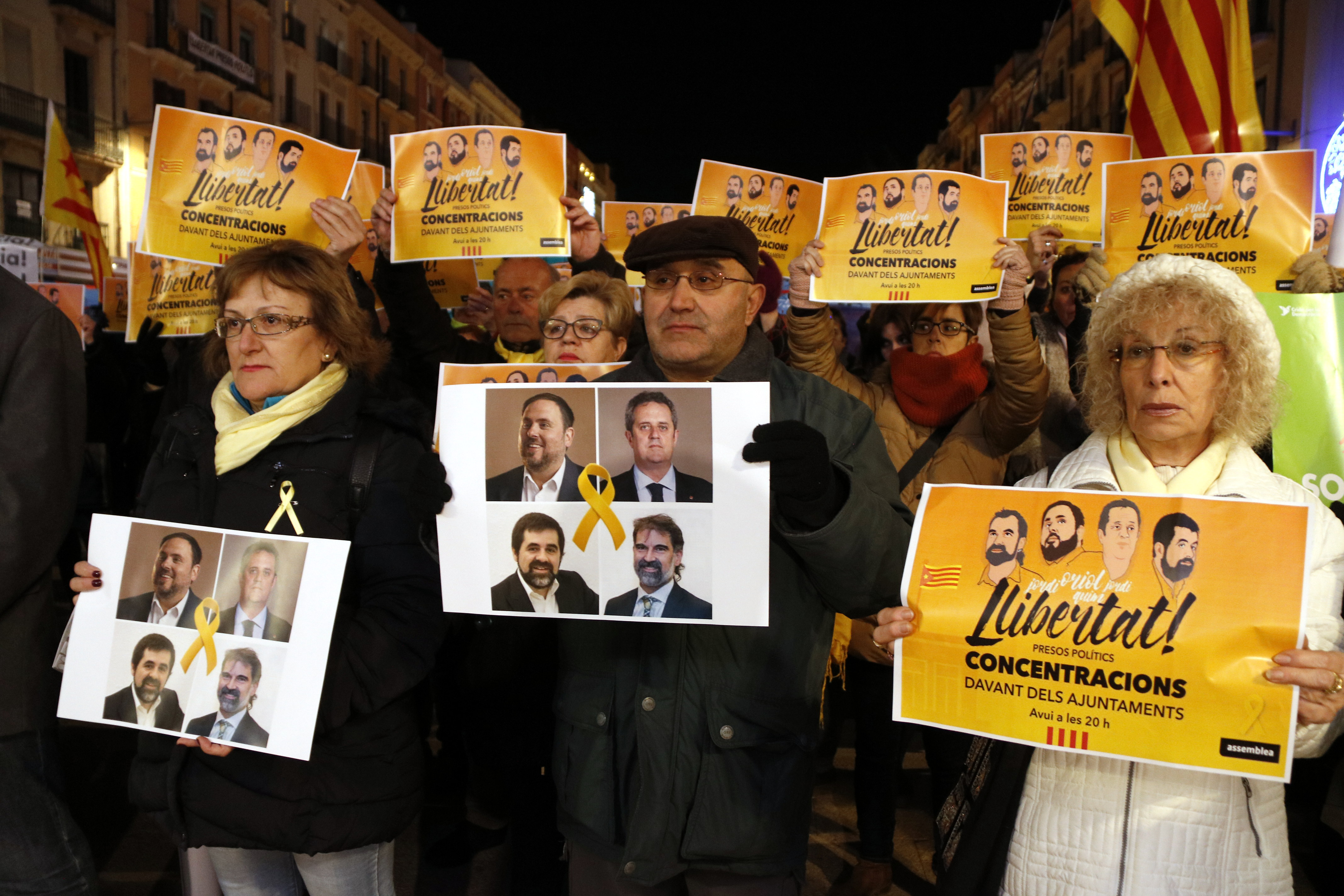 Protesters urge the release of Catalan prisoners (by Roger Segura)