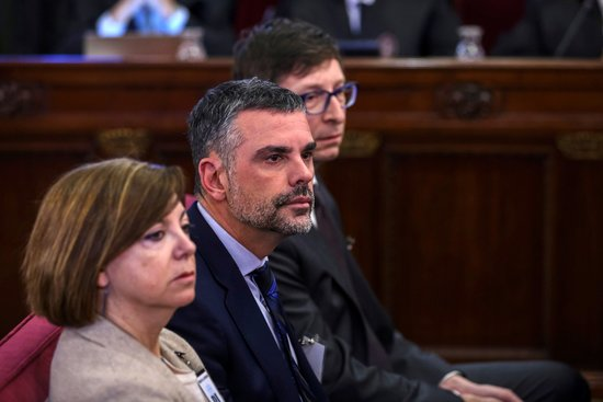 Former business minister Santi Vila (middle) with former officials Meritxell Borràs and Carles Mundó in Spain's Supreme Court