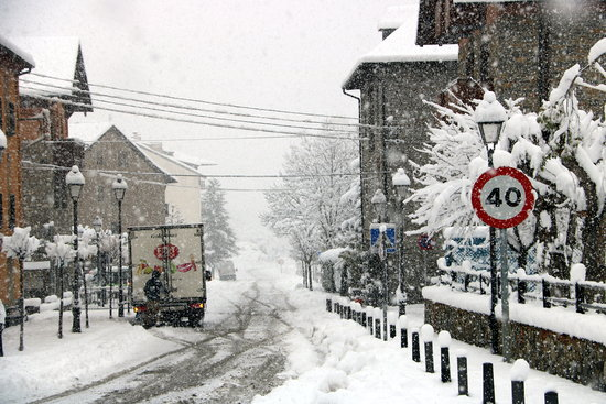 First snow falls in Catalonia, with more on the way