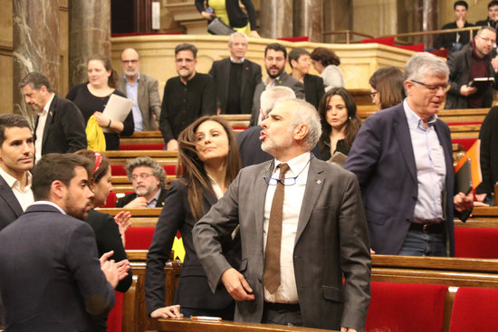 Parliament plenary session suspended after tension following Torra's MP status