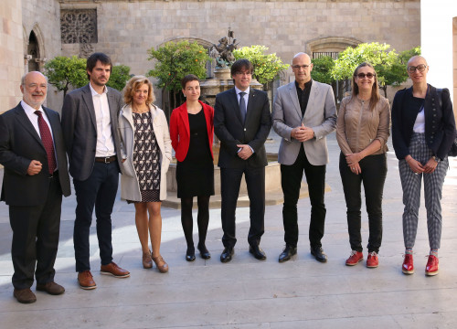 Carles Puigdemont and Raül Romeva with the co-president of the Greens, Ska Keller, and other MEPs (by Govern)