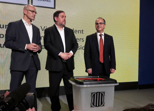 Ministers Turull and Romeva and vicepresident Junqueras, now in jail, in the international press center (by ACN)