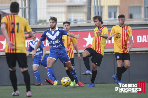 Players from Badalona and Sant Andreu go head to head on the first night of the 2019 Torneig d'Històrics. (Photo: Torneig d'Històrics)