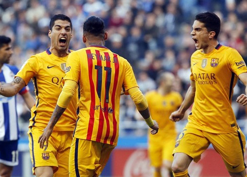 Suárez celebrates one of his four goals with Neymar Jr and Bartra, who both also get on the scoresheet (by FCB)