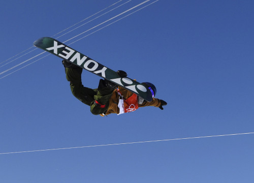Queralt Castellet competing in the women's halfpipe finals (by Reuters)