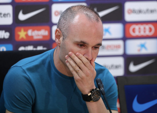 Iniesta saying goodbye (by Reuters)