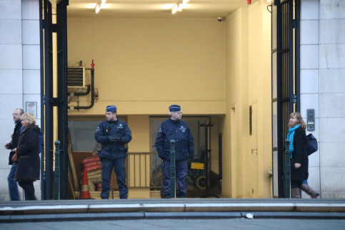 The Belgian police at the entrance to the building (by Nazaret Romero)