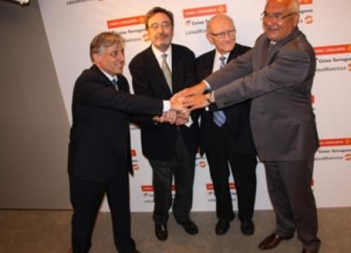 The former director of Caixa Catalunya, Narcís Serra, with the new managing team of the merged saving bank