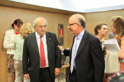The Catalan minister for the Economy, Andreu Mas-Colell, with his Spanish counterpart, Cristóbal Montoro (by ACN)