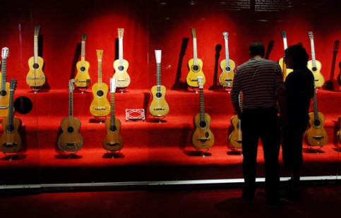 Visitors admire the guitar collection at the Museu de la Música, in Barcelona (by Pau Cortina)