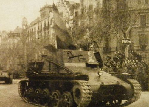 A Francoist tank on Passeig de Gracia in 1939