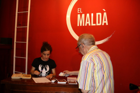 A man buys a ticket to 'Peter Pan' at Teatre Maldà on August 7, 2019 (Mar Vila/ACN)