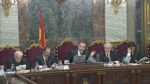 A screenshot shows the judges presiding over the Catalan Trial in the Supreme Court on March 26 (courtesy of the Supreme Court)